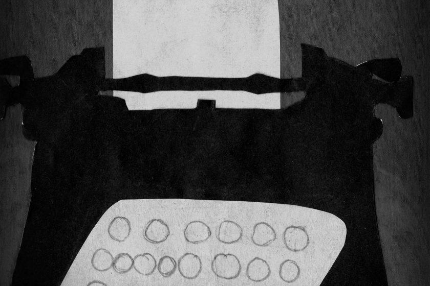 Schreibmaschine_schwarz-weiß
