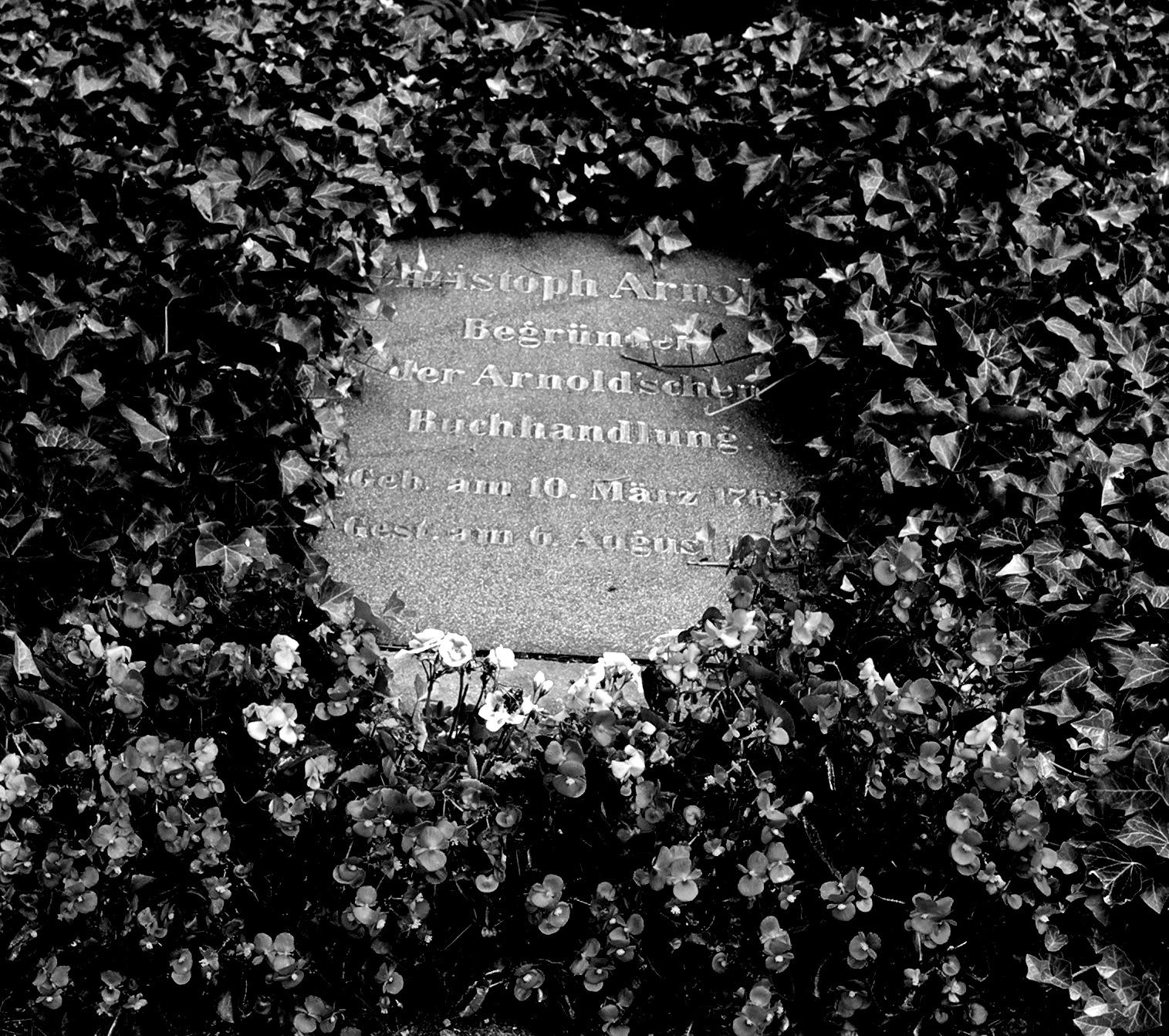 Grabstein von Johann Christoph Arnold auf dem Dresdner Trinitatisfriedhof.